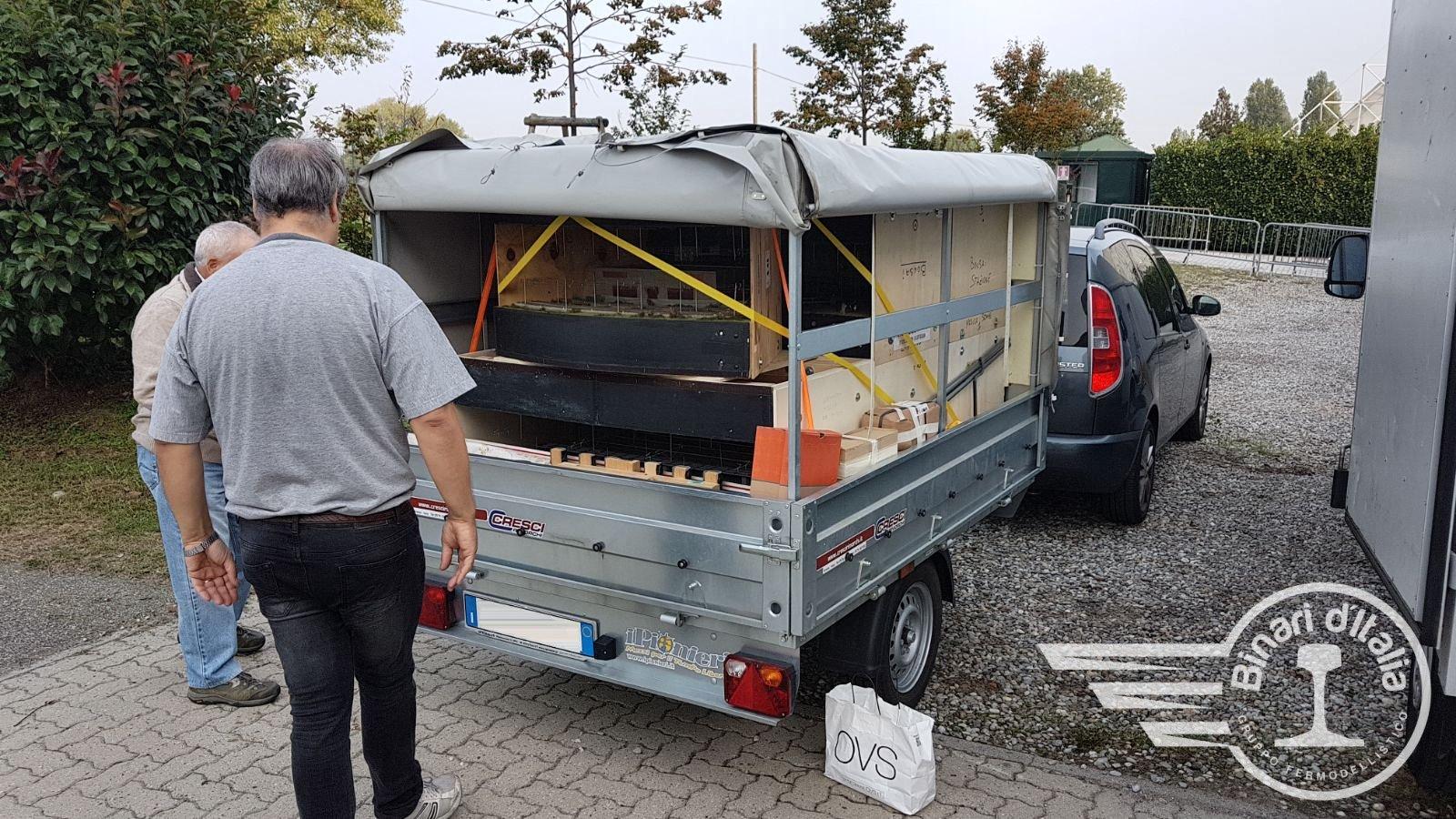 Fabio, dalla Toscana, con carrellino attrezzato, riempito ordinatamente e in ogni spazio disponibile.