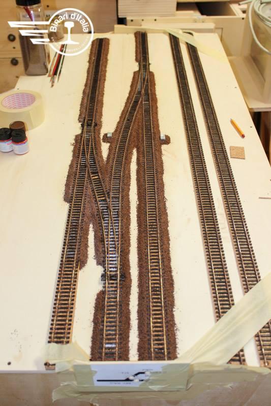 La massicciata sulla linea secondaria è oramai quasi completa ...